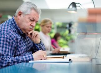 Оформление компенсации пенсионеру при увольнении