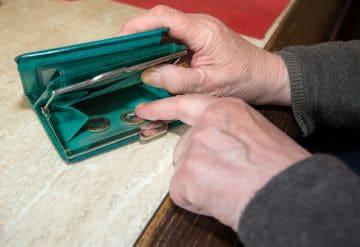 нехватка денег у пенсионеров