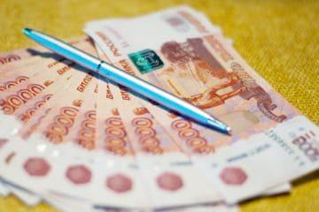 российские рубли и ручка