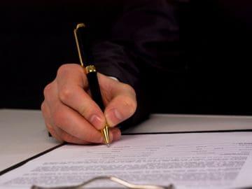 подписание заявления об увольнении