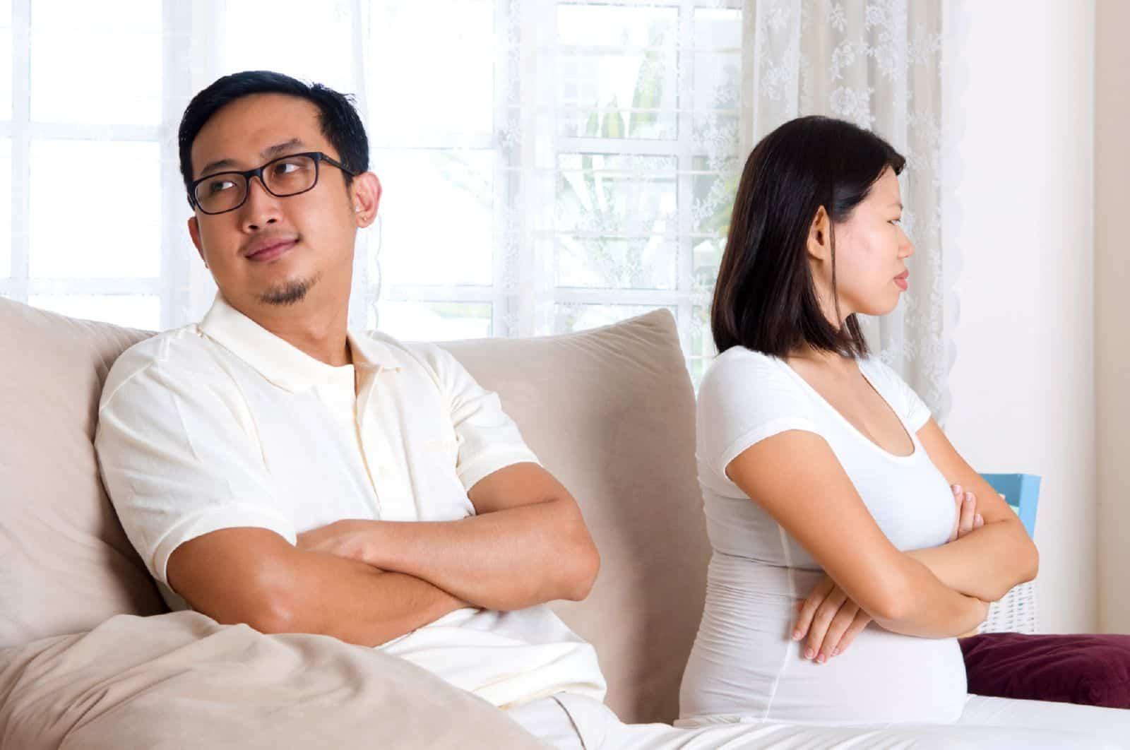 Муж предложил развестись беременной 25