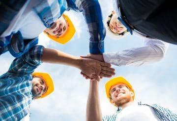 команда строителей
