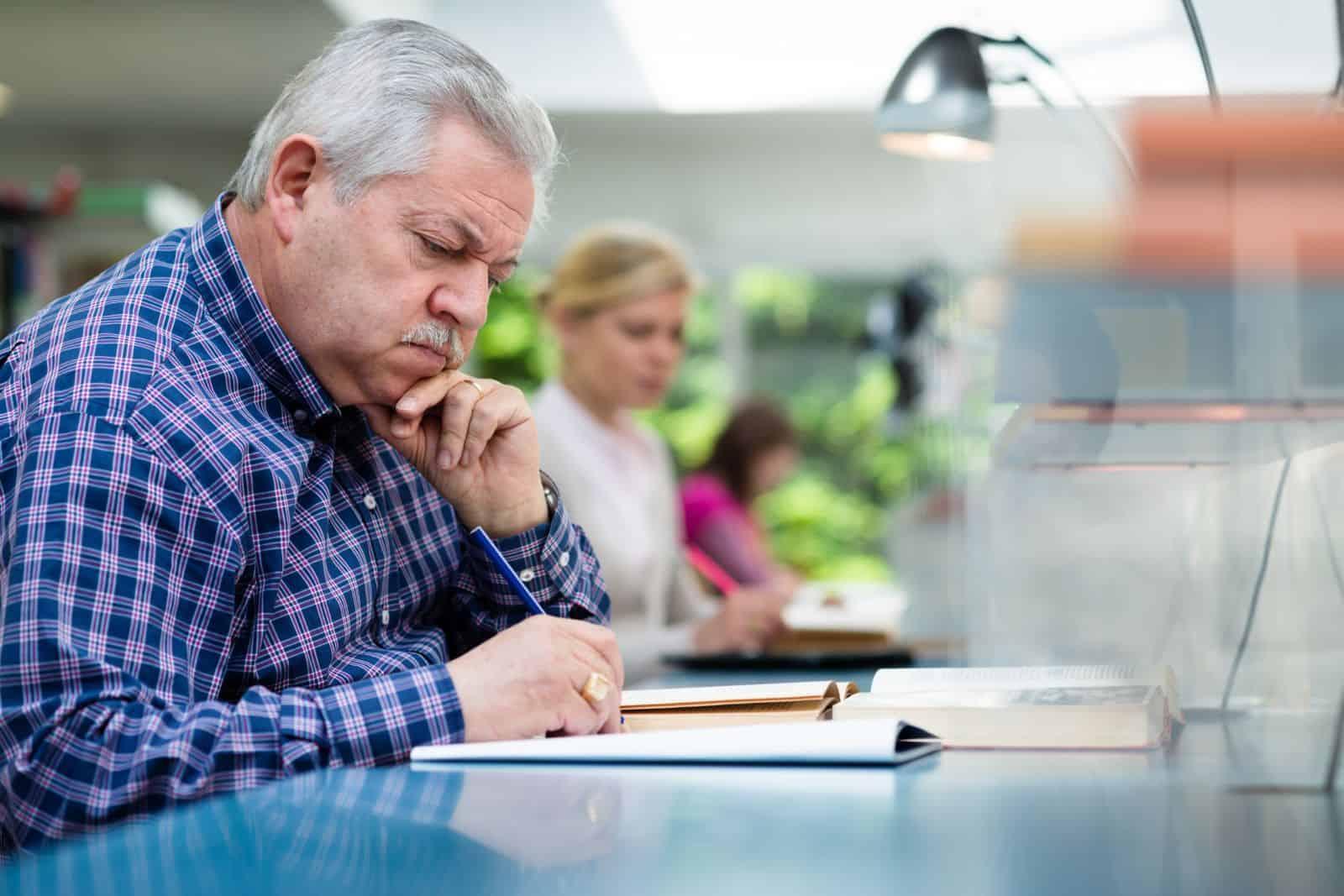 Выплаты при уходе на пенсию по старости