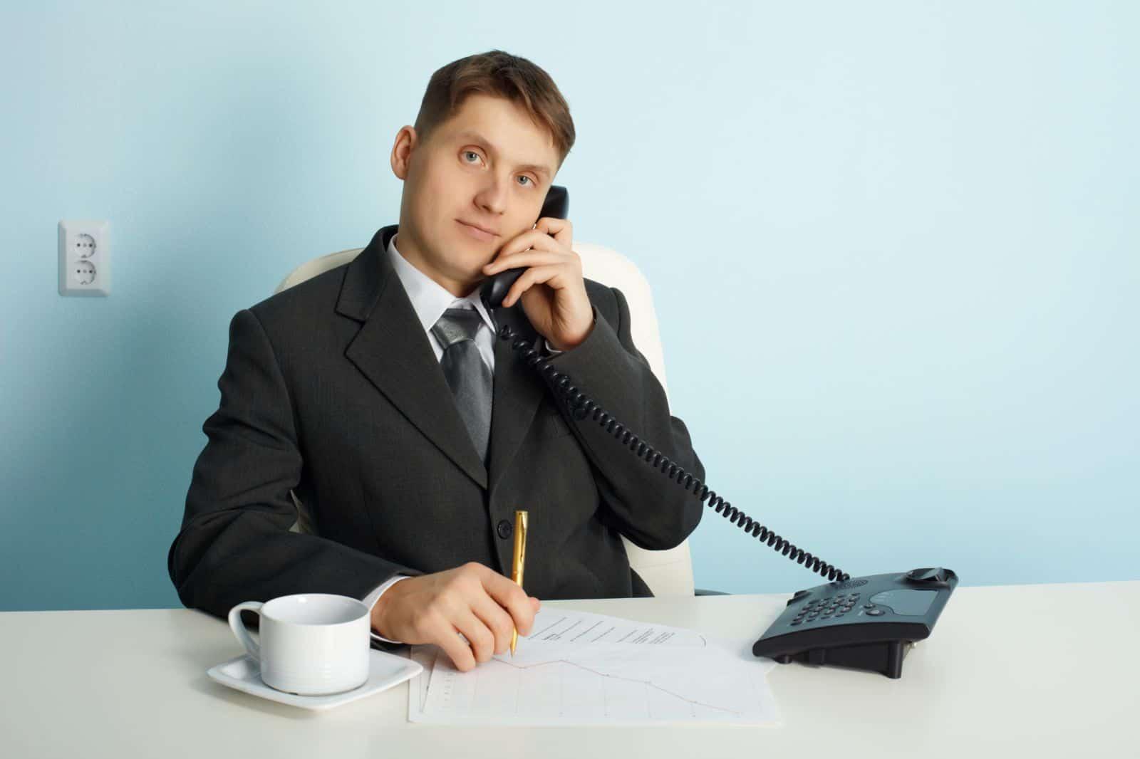 Сколько часов должен отработать работник в праздничный день по графику