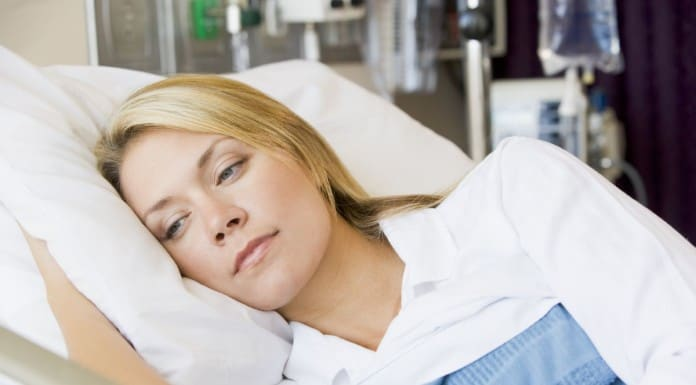 оплачивается ли больничный в праздничные дни