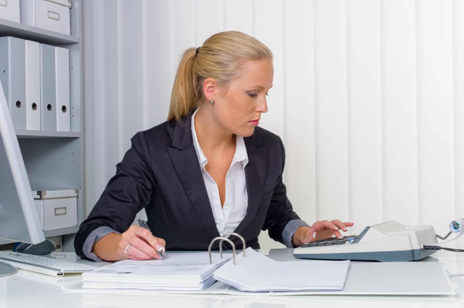 Как уволить главного бухгалтера по инициативе работодателя