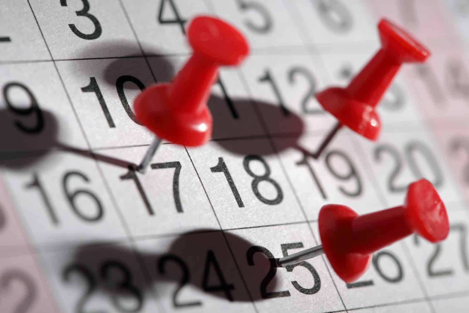 При продлении отпуска учитываются ли праздничные дни