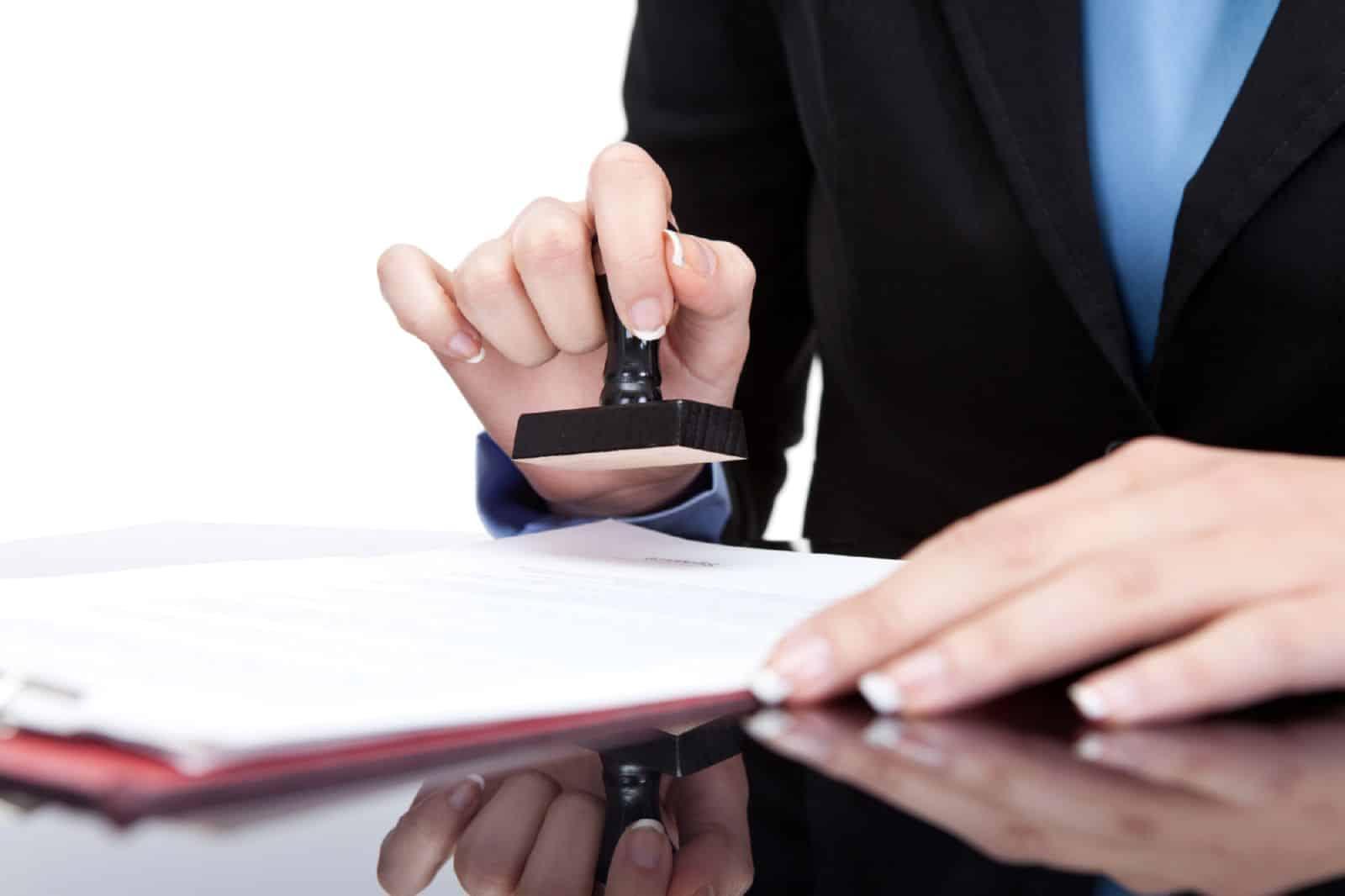 Заключаем трудовой договор с бывшим служащим