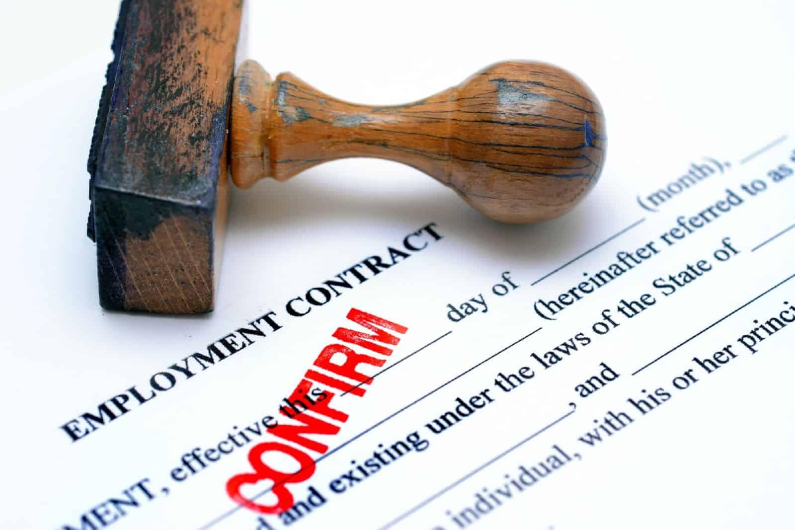 Что относится к обязательным условиям трудового договора?