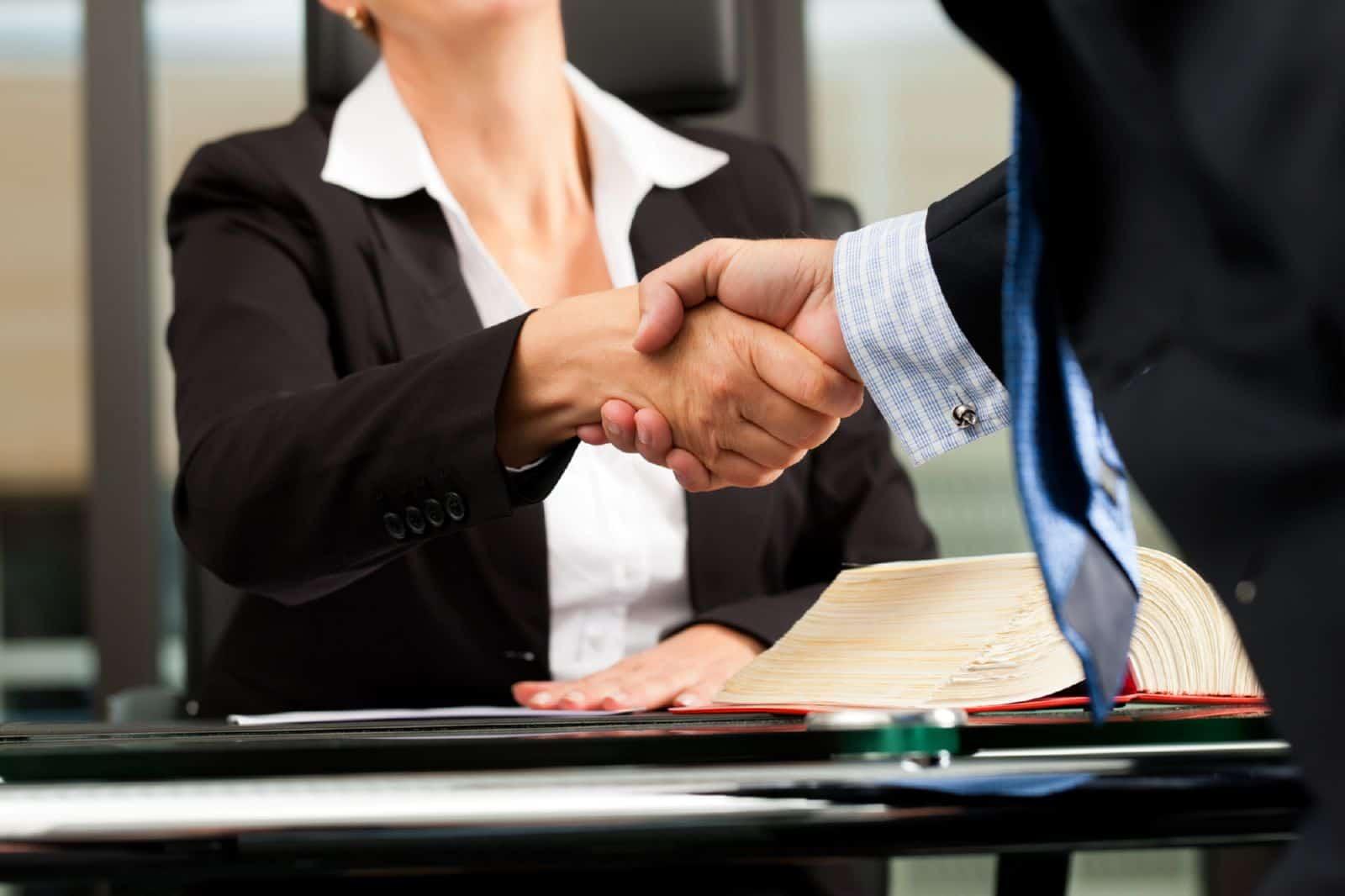 трудовой договор с юристом