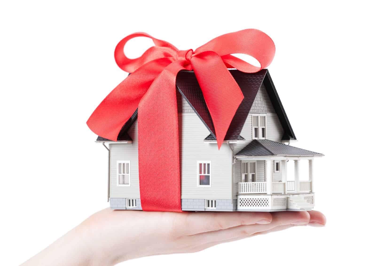 Договор дарения квартиры между близкими родственниками можно ли не выписываться из