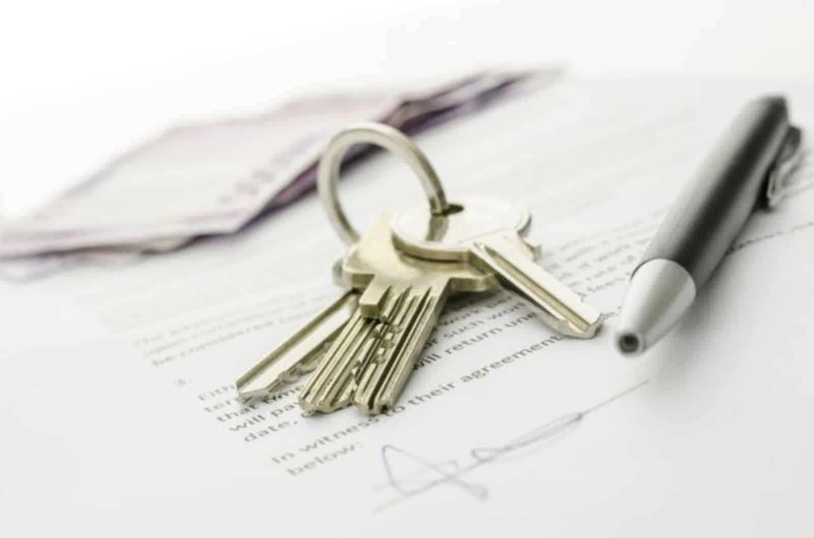 """Как выписать умершего человека из квартиры через МФЦ или """"Госуслуги"""": Нужно ли снимать с регистрационного учета из частного дома после смерти"""