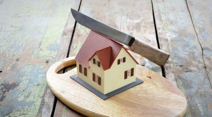 Раздел земельного участка со строениями при разводе