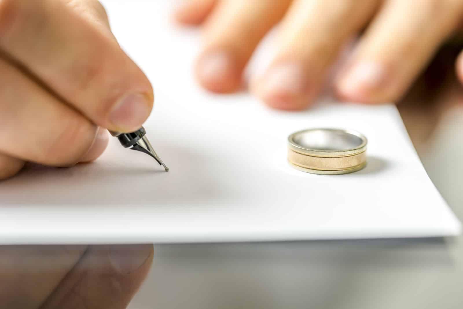 Какие нужны документы для получения свидетельства о расторжении брака обоим супругам в другом городе, образец