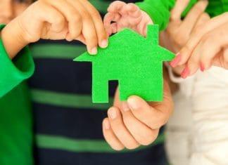 как оформить дарственную на земельный участок с домом на дочь