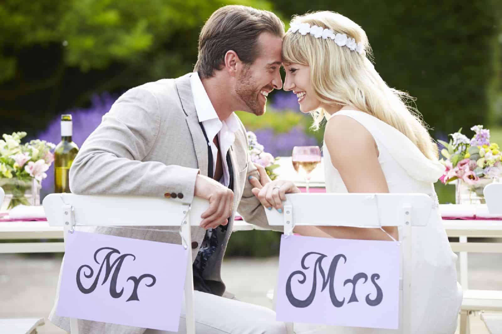 Нужно ли менять фамилию при замужестве? Рекомендации