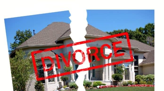 квартира по дарственной делится при разводе