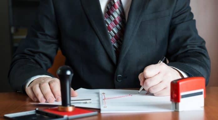нужно ли заверять договор купли продажи земельного участка у нотариуса