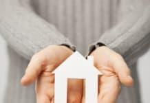 сколько стоит дарственная на дом и землю у нотариуса