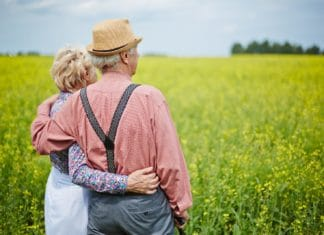надо ли пенсионерам платить налог на землю с дачных участков