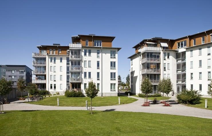 За долги отбирают жилье законно ли