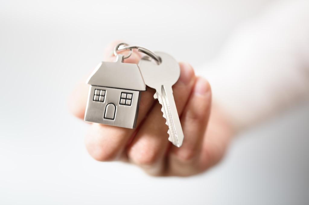 Своя, но не квартира: за и против покупки апартаментов