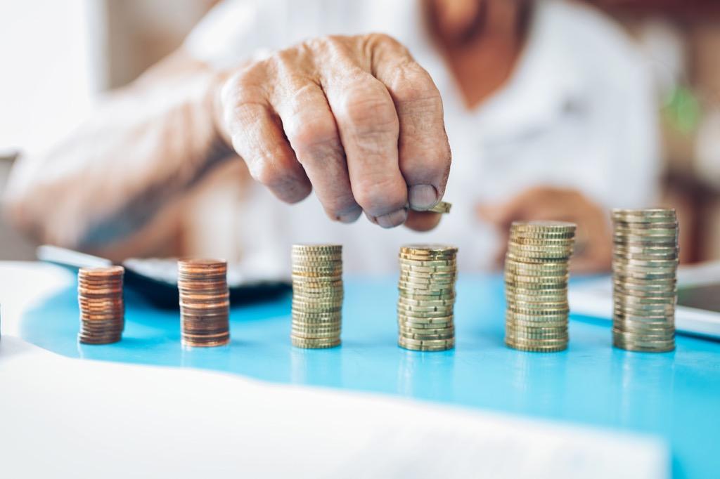 Пенсия и социальное пособие для домохозяек в 2020 году